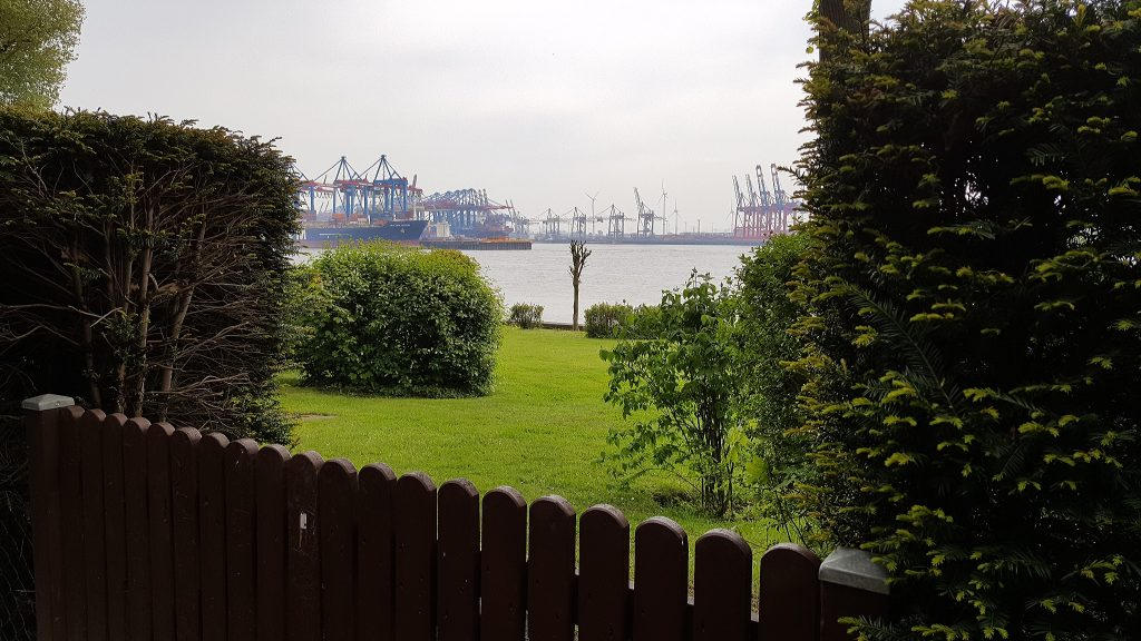 Hamburg: Blick auf die Elbe