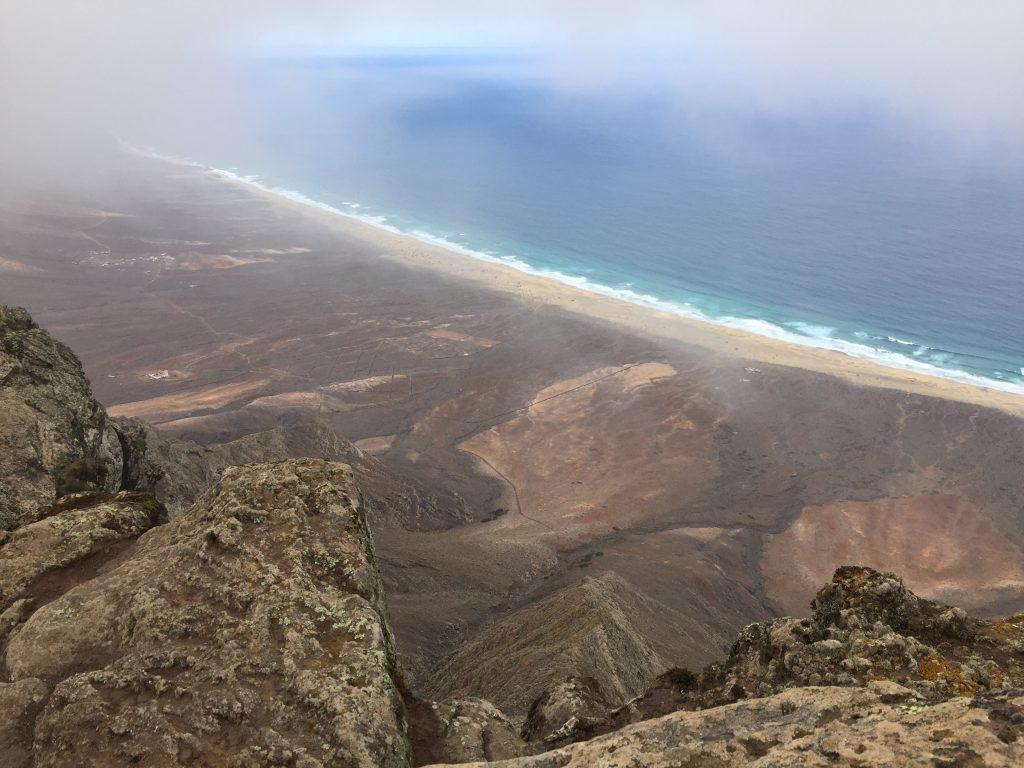 Der Blick vom Pico herab auf die Westseite Fuerteventuras