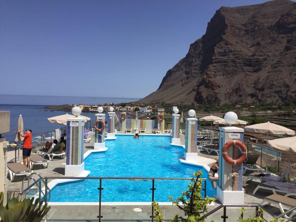 Der Blick auf den Pool im Hotel Gran Rey