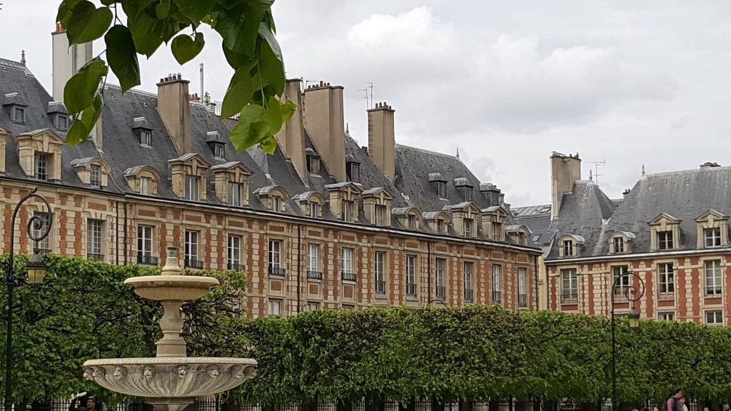 Wunderschön hergerichtet: Der Place des Vosges in Paris